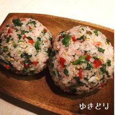 *カリカリ梅と大葉のさっぱりおにぎり* Japanese Dishes, Japanese Food, Japanese Recipes, Onigiri Recipe, Onigirazu, Asian Recipes, Ethnic Recipes, Rice Balls, Some Recipe