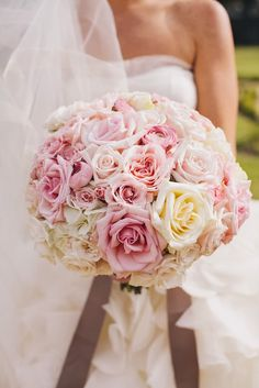 Stunning roses #wedding #bouquet ~ Photography: SMS Photography // Floral Design: Prive Floral ~ see more: http://www.bellethemagazine.com/2013/12/12-stunning-wedding-bouquets-part-24.html