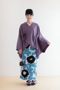 モスリン こしき - すっきりとした和服シルエットです。 Stylish Dress Book, Stylish Dresses, Japanese Costume, Japanese Kimono, Japanese Outfits, Japanese Fashion, Orientation Outfit, Kimono Dress, Yukata