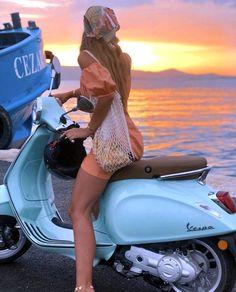 Piaggio Vespa, Lambretta Scooter, Scooter Motorcycle, Motorcycle Style, Biker Style, Vespa Girl, Scooter Girl, Girl Bike, Lady Biker