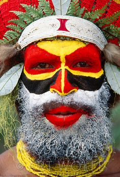 Portrait of Mendi man, Papua New Guinea. Wow! So pretty!