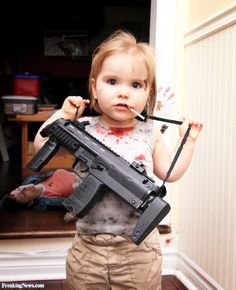 Little Girls with Guns | Little Girl with a Machine Gun Pictures - Freaking News