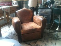 Classic vintage leather armchair Vintage Sofa, Vintage Leather, Sofas, Armchair, Vintage Fashion, Club, Antiques, Classic, Furniture