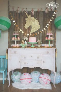 pink & gold unicorn themed birthday party – planning it all Rainbow Unicorn Party, Unicorn Themed Birthday Party, 1st Birthday Parties, Birthday Ideas, Pony Party, Festa Party, Party Time, Party Ideas, Unicorns