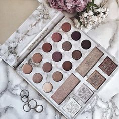 Shared by Find images and videos about makeup, beauty and palette on We Heart It - the app to get lost in what you love. Skin Makeup, Makeup Brushes, Makeup Pallets, Aesthetic Makeup, Makeup Goals, Beauty Make Up, Face Beauty, Makeup Collection, Makeup Cosmetics