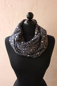 geometric circle scarf ++ three heartz
