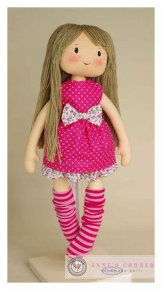 Hand made rag doll child friendly by AnneCorner por AnneCorner