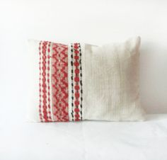 Not made by me- but I have to hand it to this competitor, how beautiful! Vintage Traditional Romanian Hand Woven Rustic by folklorelove Rustic Pillows, Bohemian Pillows, Airstream Decor, Vintage Bedroom Decor, Folk, Textiles, Traditional House, Home Textile, Rustic Decor