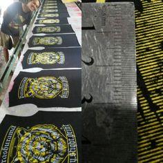 Plastisol ink Vendor sablon kaos #parashuramascreenprinting #sablon #sablonparashurama #sablonkaos #kaos #tiger #illustration  https://www.instagram.com/p/BRtcROLFKvA/