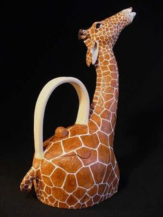 Giraffe Teapot - Ceramics and Pottery Arts and Resources Connect with creative insights, techniques and supplies in the wonderful world of ceramics and pottery.HOME CONTACT PRIVACY T & C ♥༺❤༻♥ Pottery Teapots, Teapots And Cups, Ceramic Teapots, Ceramic Clay, Ceramic Pottery, Pottery Art, Teacups, Ceramic Animals, Clay Animals