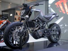 Customised KTM Duke 200 -matte gray