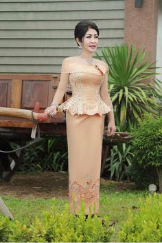 Thai Traditional Dress, Traditional Outfits, African Wear, African Fashion, Aso Ebi Dresses, Cambodian Wedding, Model Kebaya, Native Wears, Indian Skirt