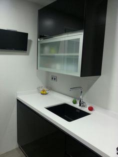 Reforma cocina Bathroom Lighting, Sink, Mirror, Furniture, Home Decor, Kitchens, Projects, Bathroom Light Fittings