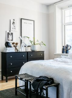 Black and white home of a fashion blogger (styling by Pella Hedeby & photo by Sofi Sykfont)
