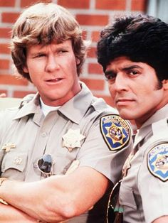 """Larry Wilcox and Erik Estrada as California Highway Patrol Officers Jonathan A. Baker and Francis (Frank) Llewelyn """"Ponch"""" Poncherella in """"CHiPs"""". 80 Tv Shows, Great Tv Shows, Movies And Tv Shows, Mejores Series Tv, Cinema Tv, Childhood Tv Shows, Vintage Television, Vintage Tv, Classic Tv"""