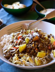 South African Curry and Rice, 2 pataks sweet mango chutney, 3 lb of ground beef, 3 big cloves of garlic, 2 onions, 6 carrots, 3 potatoes, 5 cups of water, 60 ml tomatoe sauce, 9 teaspoons of curry powder, 1.5 teaspoons of turmeric powder, 1 teaspoon of salt, plus salt to the meat