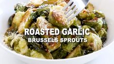 Roasted Garlic Brussels Sprouts tossed with lemon juice, Parmesan cheese, and garlic. This quick and easy side dish can be made in less than 30 minutes, and will be perfect for Thanksgiving or Christm Low Carb Side Dishes, Healthy Side Dishes, Side Dishes Easy, Side Dish Recipes, Low Calorie Sides, Healthy Sides, Dinner Recipes, Thanksgiving Side Dishes, Thanksgiving Recipes