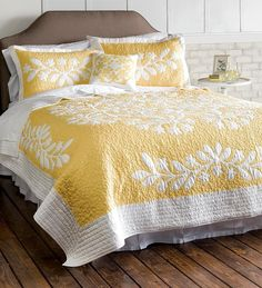 Kayla Hand Guided Yellow and White King Quilt Set