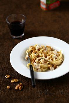 Un dejeuner de soleil: Linguine sauce aux noix (salsa di noci) typique de...
