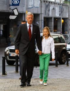 9/2/2013: King Philippe brings Princess Elisabeth to her first day at Sint-Jan-Berchmanscollege (Brussels)