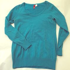 """Turquoise sweater from H&M Paris Previously loved turquoise H&M sweater. Give any outfit that pop of color! I bought this at an H&M in Paris, France so the size is """"38"""" which is a size small, but it fits more like a medium. H&M Sweaters Crew & Scoop Necks"""