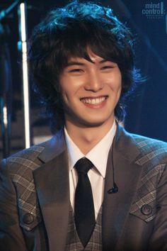 Lee Jong Hyun - Hooooooohhhhhh, sweet, sweet smile & those dimples are to die for.