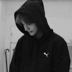 Kim Taehyung Funny, Bts Taehyung, Bts Jimin, Foto Bts, Bts Black And White, Bts Aesthetic Wallpaper For Phone, Taekook, Black Hoodie, Boyfriend
