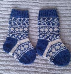 Langan päästä kiinni: Sukkia juhlavuoden vauvoille Crochet Socks, Knitting Socks, Knit Socks, Rainbow Dog, Men In Heels, Red Green Yellow, Baby Knitting Patterns, Mittens, Anton
