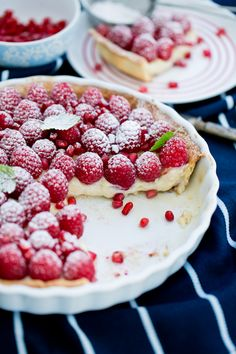 Tart with custard and raspberries Pie Dessert, Cookie Desserts, Sweet Recipes, Cake Recipes, Easter Dishes, Good Food, Yummy Food, Polish Recipes, Sweet Tarts