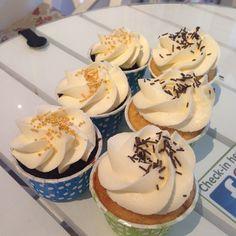Godsakerna tar aldrig slut, det fylls på och fylls på... #cupcake #fika #fredagsmys #lyx #chocolate #choklad #dumle #fudge #vanilj #göteborg #linné #gbgftw