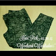 """Merona Flower Print Skinny Jeans Flowered print ankle skinny jeans  18"""" inseam  NO TRADES NO HOLDS ✔YES BUNDLES ✔YES OFFERS Merona Jeans Skinny"""