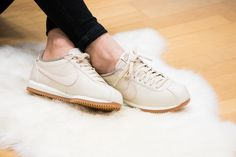 huge selection of fd7c1 00fcb Nike Classic Cortez Lux Womens Trainers in Cream