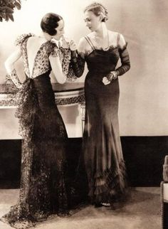 Fashion 1930's (Chanel on the right)