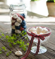 Få tips og oppskrifter på enkle, søte fristelser til festen. Marshmallows, Frosting, Panna Cotta, Grilling, Muffins, Table Decorations, Baking, Recipe, Random