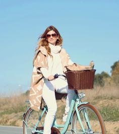 A TRENDY LIFE: WITH MY FAVORITE BIKE - CON MI BICI DE PASEO http://favoritebike.com/