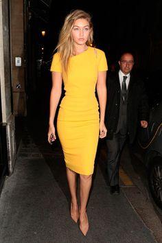Victoria Beckham Yellow Dress — The Posh Pop-Up - – Yellow Dresses – Ideas of Yellow Dresses Source by kathselzle - Modest Fashion, Fashion Outfits, Womens Fashion, Latest Outfits, Trendy Fashion, Victoria Beckham, Style Feminin, Gigi Hadid Style, Yellow Midi Dress