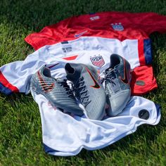 The USWNT take the field tomorrow in the latest Nike Goddess of Victory pack cleats as well as the new kits. Will you be watching as they take on Thailand? Soccer Gear, Us Soccer, Soccer Cleats, Soccer Players, Nike Goddess Of Victory, Alex Morgan Soccer, Megan Rapinoe, Women's World Cup, Football Wallpaper
