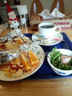 今日のお昼ご飯はピザトーストセットとブレンドコーヒーホットいただいています。