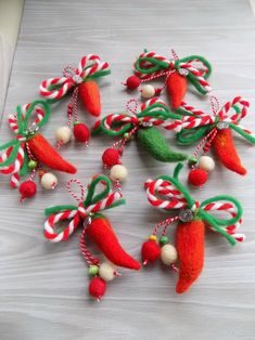 Мартеница от вълна Wool Needle Felting, Needle Felting Tutorials, Christmas Crafts For Kids, Christmas Wreaths, Baba Marta, International Craft, Wire Crochet, Diy Home Crafts, Design Crafts