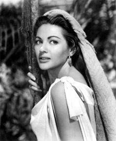 Yvonne De Carlo became a naturalized citizen of the US.