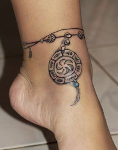tatouage cheville femme chapelet