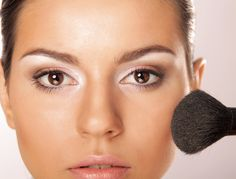 Although your appearance is not the most important thing in a job interview, applying too much make up or having the wrong accessories can hurt your chances of getting the job. This article gives you 4 fashion tricks to know before your interview! Interview Style, Job Interview Tips, Interview Attire, Job Interviews, Heavy Makeup, Makeup For Brown Eyes, Professional Dresses, Professional Wardrobe, Dress For Success