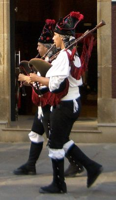 """Celtic Galicia: The bagpipe, which the Galicians call """"gaita galega,"""" (""""Galician gaita"""" in Galician) is a staple in all of Galicia's fiestas. It's similar to the bagpipes found in Scotland & Ireland, but w/ some subtle differences. The """"drones"""" (which produce the sound) are different in type & number to the British & Irish, as are the ways in which the pipes are carried & displayed. Galician """"gaitas"""" have only 3 drones & the colors & patterns of the fabric reflect those of Celtic Galicia."""