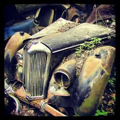 Rusty Riley at the classic car junkyard in Kaufdorf, Switzerland. Abandoned Vehicles, Abandoned Cars, Car Photos, Car Pictures, Abandoned Churches, Rust In Peace, Rusty Cars, Rusted Metal, Diy Car