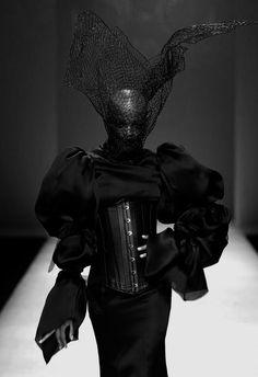 Misanthropic Messiah — Hu Sheguang Avangard Fashion, Weird Fashion, Dark Fashion, Gothic Fashion, Runway Fashion, High Fashion, Fashion Show, Fashion Outfits, Fashion Design