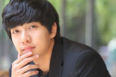 Lee Seung Gi presents his classmates and professors with a feast for Teachers Day