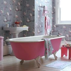 ♥ the vintage pink claw foot tub with the pink flamingo wallpaper/cute for a girl's bathroom Pink Bathtub, Pink Tub, Clawfoot Bathtub, Pink Flamingo Wallpaper, Pink Flamingos, Flamingo Bathroom, Flamingo Decor, Bathroom Pink, Stone Bathroom