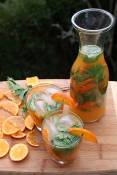 Tangerine or mandarin mojito – Latin Cocktails – Laylita's Recipes Mandarin Juice, Tangerine Juice, Refreshing Drinks, Fun Drinks, Yummy Drinks, Alcoholic Drinks, Yummy Food, Cocktail, Jars