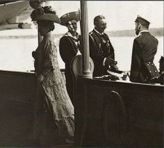 """The Kaiser Wilhelm II of Germany greeting Tsar Nicholas ll of Russia.His cousin Empress Alexandra Feodorovna of Russia has already turned her back to him.  """"AL"""""""