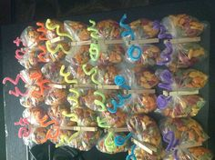 Butterfly Party Favors! All you need are Rainbow Goldfish, sandwich bags, clothes pins, pipe cleaners, and a sharpie!